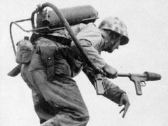 手持火焰喷射器的陆战队士兵.jpg